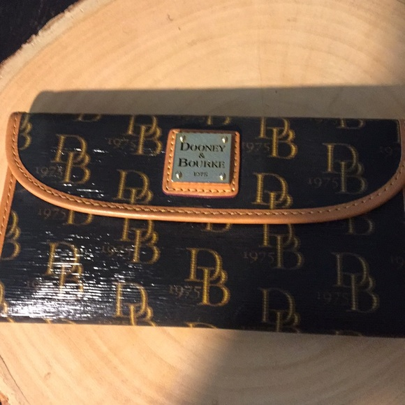 Dooney & Bourke Handbags - Dooney & Bourke Wallet